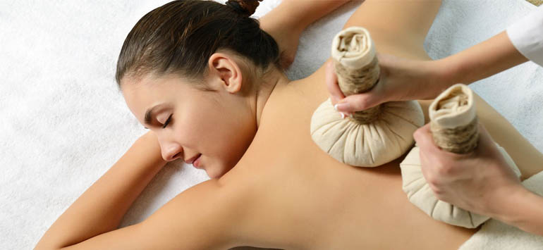 Massage thai aux plantes