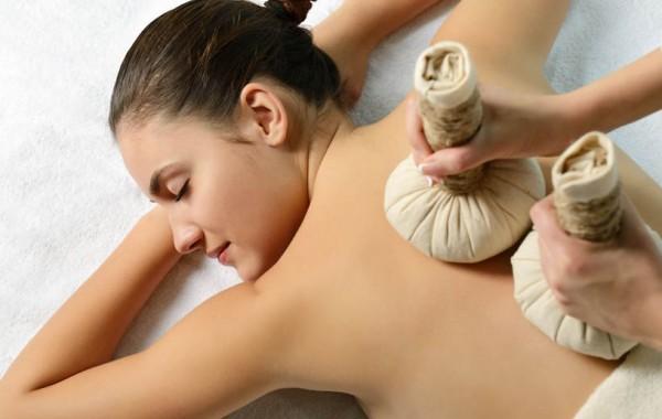 Massage thaïlandais aux plantes